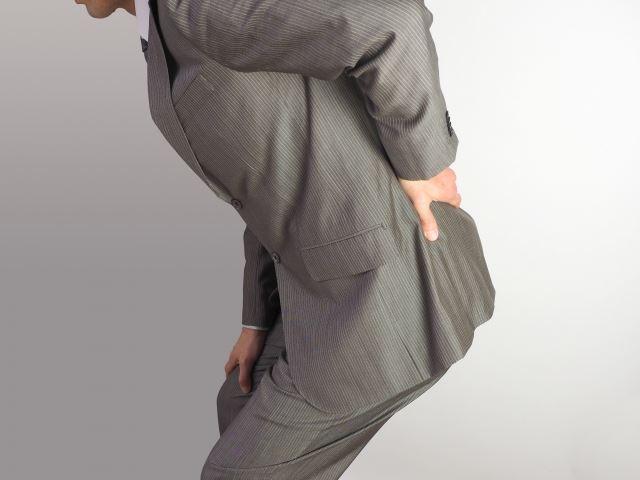 ギックリ腰など腰痛のお悩みは鈴鹿市の【RAINBOW カイロプラクティック】